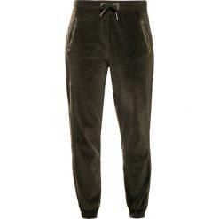 True Religion Spodnie treningowe dusty olive. Brązowe bryczesy damskie True Religion, s, z bawełny. W wyprzedaży za 356,85 zł.