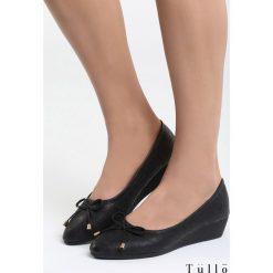 Czarne Koturny Read The Message. Czarne buty ślubne damskie marki Kazar, z materiału, na wysokim obcasie, na koturnie. Za 69,99 zł.