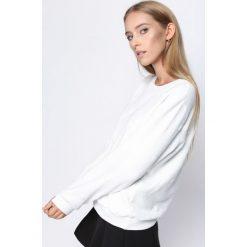 Biała Bluza Knowing Me. Białe bluzy damskie Born2be, l, z dresówki. Za 44,99 zł.