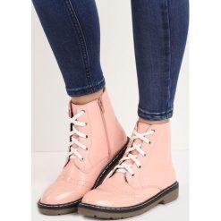 Różowe Botki Yard Dog. Czerwone buty zimowe damskie Born2be, na płaskiej podeszwie. Za 69,99 zł.