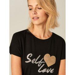 T-shirty damskie: Koszulka z metalicznym napisem – Czarny