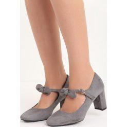 Szare Czółenka Child Play. Szare buty ślubne damskie marki Born2be, w paski, na niskim obcasie, na słupku. Za 69,99 zł.
