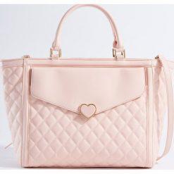 Torebki i plecaki damskie: Pikowana torebka z odpinanym paskiem - Różowy