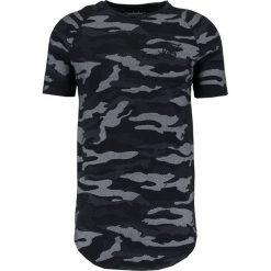 T-shirty męskie z nadrukiem: SIKSILK SIKSILK CURVED HEM Tshirt z nadrukiem black camo
