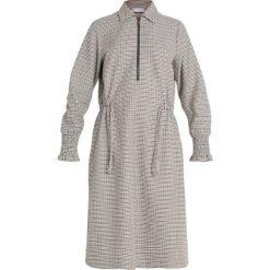 NORR SUNRID DRESS Sukienka koszulowa brown. Brązowe sukienki NORR, m, z materiału, z koszulowym kołnierzykiem, koszulowe. Za 579,00 zł.