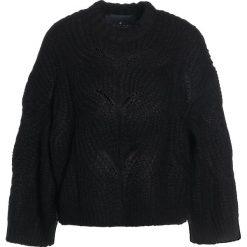 DESIGNERS REMIX VICKI CABLE Sweter black. Białe swetry klasyczne damskie marki DESIGNERS REMIX, z elastanu, polo. Za 899,00 zł.