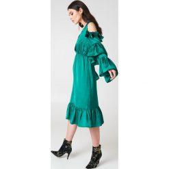 NA-KD Party Sukienka midi z odkrytymi ramionami - Green. Niebieskie sukienki mini marki Reserved, z odkrytymi ramionami. W wyprzedaży za 48,59 zł.