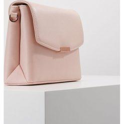 Ted Baker CROSSHATCH XBODY BAG Torba na ramię nude pink. Czarne torebki klasyczne damskie marki Ted Baker, z materiału. Za 549,00 zł.
