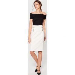 Spódniczki: Ołówkowa spódnica z ozdobnymi guzikami – Biały