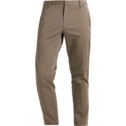 Chinosy męskie: Whyred CRON STRETCH Chinosy chestnut