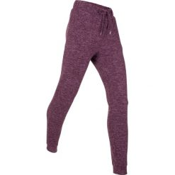 Spodnie dresowe miękkie niczym kaszmir, długie, Level 1 bonprix jagodowy melanż. Fioletowe bryczesy damskie marki bonprix, melanż, z dresówki. Za 109,99 zł.
