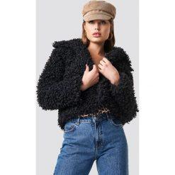 NA-KD Kurtka Curly Faux Fur - Black. Czarne bomberki damskie NA-KD, z haftami, z materiału. Za 323,95 zł.