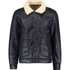 Topman Kurtka ze skóry ekologicznej dark blue. Czarne kurtki męskie skórzane marki Reserved, l. W wyprzedaży za 381,75 zł.