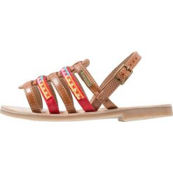 Les Tropéziennes par M Belarbi MANGO Sandały tan. Brązowe sandały chłopięce Les Tropéziennes par M Belarbi, z materiału. Za 169,00 zł.
