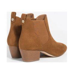 Parfois - Botki. Brązowe buty zimowe damskie Parfois, z materiału. W wyprzedaży za 59,90 zł.