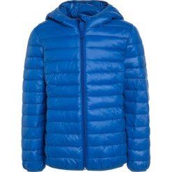 Benetton Kurtka zimowa blue. Niebieskie kurtki chłopięce zimowe marki Benetton, z bawełny. W wyprzedaży za 135,20 zł.