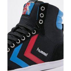 Hummel SLIMMER STADIL Tenisówki i Trampki wysokie black/blue/red. Czarne tenisówki damskie marki Hummel, z materiału. Za 299,00 zł.