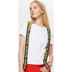 Koszulka z taśmami - Biały. Czarne t-shirty damskie marki One Piece, s, z nadrukiem, z dekoltem w łódkę. Za 29,99 zł.