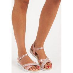 Różowe sandały płaskie TOP SHOES. Czerwone rzymianki damskie TOP SHOES, na płaskiej podeszwie. Za 59,90 zł.