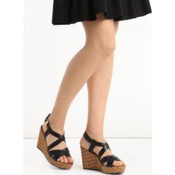 Czarne Sandały Contribute. Czarne sandały damskie Born2be, w paski, na koturnie. Za 69,99 zł.