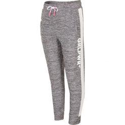 Spodnie sportowe dla małych dziewczynek JSPDTR300 - CIEPŁY JASNY SZARY. Szare spodnie chłopięce marki 4F JUNIOR, z dzianiny. Za 49,99 zł.
