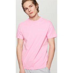 T-shirty męskie: T-shirt ze skorpionem – Różowy