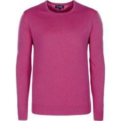 Swetry klasyczne męskie: Sweter w kolorze różowym