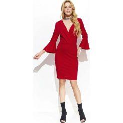 Czerwona Kopertowa Wyjściowa Sukienka z Dzwonkowym Rękawem. Czarne sukienki balowe marki Molly.pl, na spotkanie biznesowe, l, z tkaniny, z dekoltem na plecach, dopasowane. Za 129,90 zł.