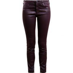 Boyfriendy damskie: AG Jeans THE LEATHERETTE Spodnie materiałowe deep currant