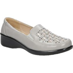 Szare półbuty na koturnie ażurowe Casu 57215-5. Szare buty ślubne damskie marki Casu, w ażurowe wzory, na koturnie. Za 69,99 zł.