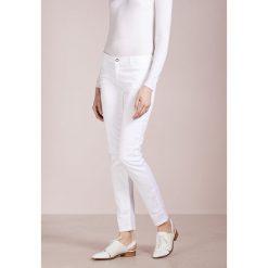 Emporio Armani Jeansy Slim Fit white. Białe rurki damskie Emporio Armani. Za 739,00 zł.