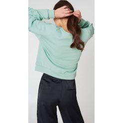 Glamorous Bluza z rękawem z falbankami - Green. Różowe bluzy damskie marki Glamorous, z nadrukiem, z asymetrycznym kołnierzem, asymetryczne. W wyprzedaży za 60,89 zł.
