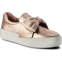 Sneakersy STEVE MADDEN - Empire Slip On Sneaker 91000845-07075-15002 Rose Gold. Czerwone półbuty damskie skórzane marki Steve Madden, na koturnie. W wyprzedaży za 309,00 zł.
