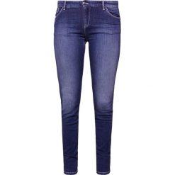 Emporio Armani Jeansy Slim Fit blue denim. Niebieskie jeansy damskie relaxed fit marki Emporio Armani, z bawełny. W wyprzedaży za 409,50 zł.