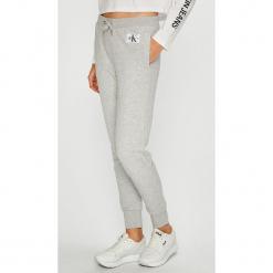 Calvin Klein Jeans - Spodnie. Szare boyfriendy damskie Calvin Klein Jeans. Za 359,90 zł.