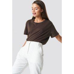 NA-KD Basic T-shirt oversize - Brown. Różowe t-shirty damskie marki NA-KD Basic, z bawełny. Za 52,95 zł.