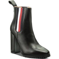 Botki TOMMY HILFIGER - Gigi Hadid Chelsea Boot FW0FW03018 Black 990. Czarne botki damskie na obcasie marki TOMMY HILFIGER, ze skóry. Za 849,00 zł.