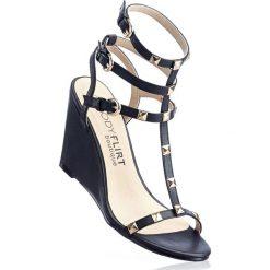 Sandały bonprix czarny. Czarne sandały damskie bonprix, w paski, na koturnie. Za 37,99 zł.