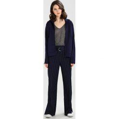 Boyfriendy damskie: Tiger of Sweden Jeans DOE Spodnie materiałowe maritineblue