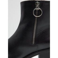 Vagabond TILDA Botki na platformie black. Czarne botki damskie lity marki Vagabond, z materiału. W wyprzedaży za 411,75 zł.
