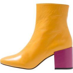 Intentionally Blank SHOP Botki yello/pink. Żółte botki damskie skórzane Intentionally Blank, klasyczne. Za 879,00 zł.
