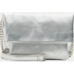 Torebki klasyczne damskie: Srebrna torebka na ramię z klapą