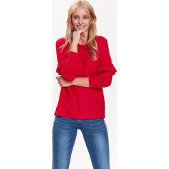 SWETER DAMSKI DŁUGI RĘKAW Z FALBANĄ. Czerwone swetry klasyczne damskie marki Top Secret, na jesień. Za 39,99 zł.