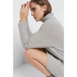 Długi sweter z perełkami. Szare golfy damskie marki Orsay, xs, z dzianiny, z długim rękawem. Za 139,99 zł.