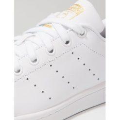Adidas Originals STAN SMITH Tenisówki i Trampki footwear white/ core black. Białe tenisówki męskie marki adidas Originals, z materiału. W wyprzedaży za 215,20 zł.