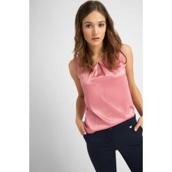 Odzież damska: Koszula z zakładkami na dekolcie
