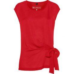 Bluzka shirtowa bonprix truskawkowy. Czerwone bluzki z odkrytymi ramionami marki bonprix, z tkaniny. Za 59,99 zł.