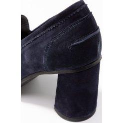 Erika Rocchi Czółenka blu. Niebieskie buty ślubne damskie Erika Rocchi, z materiału. Za 669,00 zł.