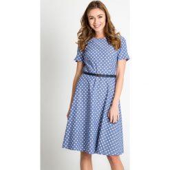 Niebieska rozkloszowana sukienka w groszki QUIOSQUE. Niebieskie sukienki mini marki QUIOSQUE, w grochy, z tkaniny, z dekoltem na plecach, z krótkim rękawem, rozkloszowane. W wyprzedaży za 109,99 zł.
