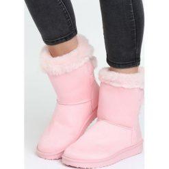 Różowe Śniegowce Cold Valley. Czerwone buty zimowe damskie marki Born2be, z satyny. Za 99,99 zł.